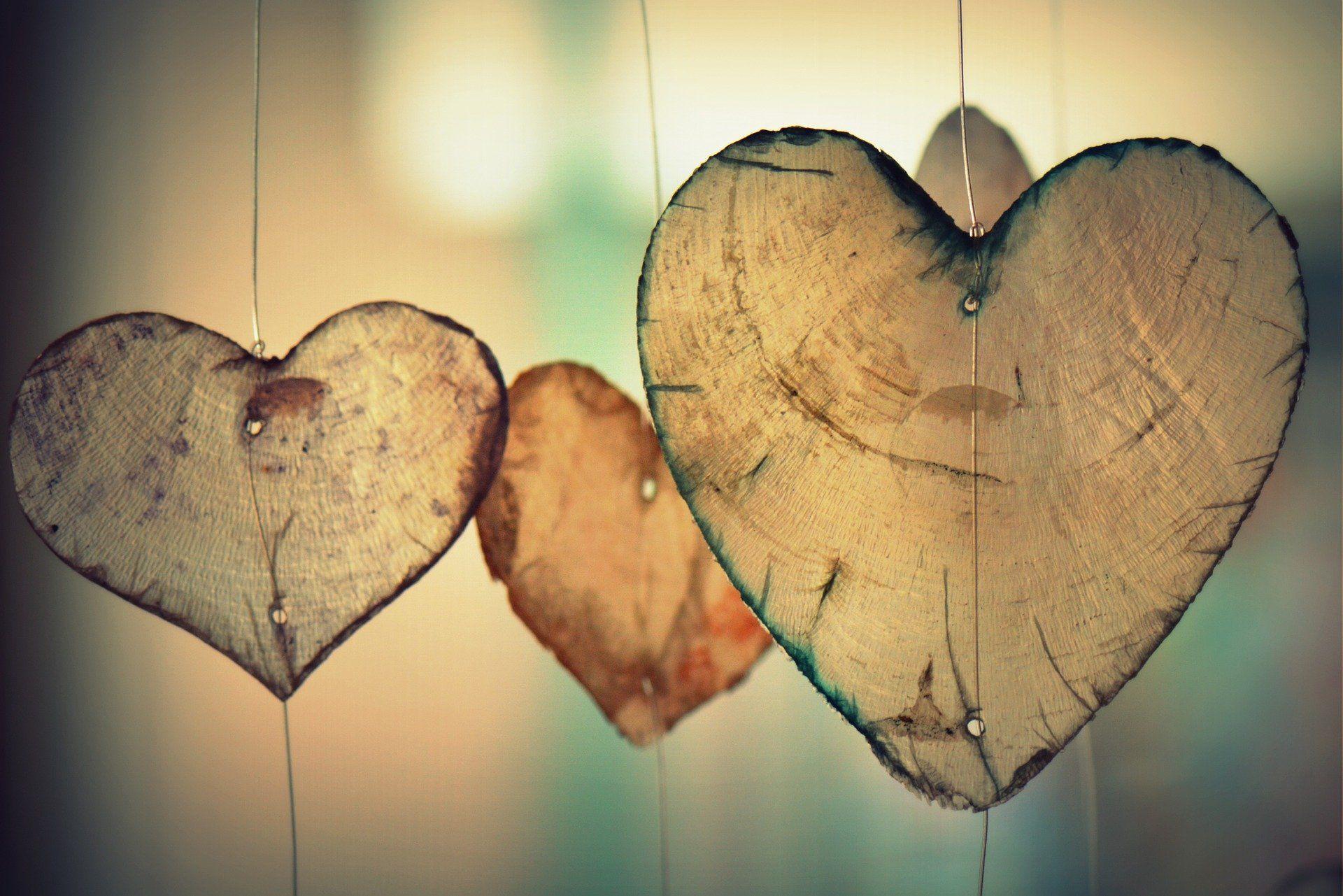 london-shutter-company-pixabay-hearts